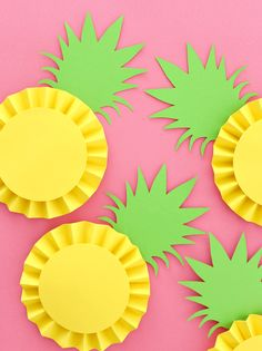 Three Ways to Make Paper Rosette Fruit DIY Selbst gemachte Party Deko aus Papier Ananas Rosetten als Aloha Party, Luau Party, Flamingo Party, Flamingo Birthday, Diy With Kids, Summer Crafts For Kids, Summer Diy, Arts And Crafts For Kids Easy, Paper Fruit