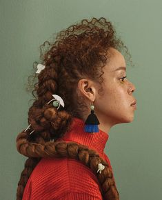 Think Your Hair Can't Be Tamed? Think Again! Everyone wants to have great looking hair, as a good set of locks can completely transform a person's appearance. Portrait Inspiration, Character Inspiration, Best Beauty Tips, Beauty Hacks, Pretty People, Beautiful People, Poses, Hair Reference, Lookbook