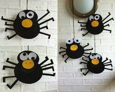 Silly Spider Mobiles for pre and post Halloween fun halloween crafts for kids Dulceros Halloween, Halloween Crafts For Kids, Halloween Activities, Halloween Projects, Holidays Halloween, Halloween Themes, Activities For Kids, Manualidades Halloween, Adornos Halloween