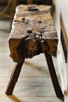 Antigos bancos de madeira são muito atuais em decorações rústico-chiques, selecionei alguns deles para mostrar para vocês aqui hoje...