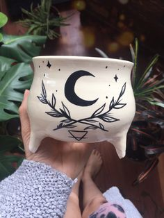 🌿🌴🌙A U C T I O N🌙🌴🌿 ⠀⠀⠀⠀⠀⠀⠀⠀⠀ Surprise! Would you like to nab your very own cauldron planter vessel for your little earth babe? ⠀⠀⠀⠀⠀⠀⠀⠀⠀ This beauty, as well as many amazing handmade magical items are going Pottery Painting Designs, Paint Designs, Ceramic Pottery, Ceramic Art, Baby Witch, Witch Aesthetic, Gothic House, Cauldron, Clay Crafts