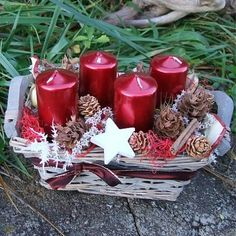 Unique DIY Christmas Decorations for a Completely Different Festive Look Diy Christmas Decorations, Diy Christmas Gifts, Christmas Time, Christmas Wreaths, Christmas Ornaments, Red Advent Wreath, Advent Candles, Red Candles, Christmas Candles