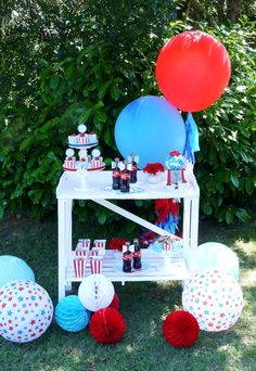 4th of July party ideas and DIY decor - LOVE all the cute details and the desserts table outdoors!
