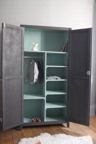 Relooking meuble repeindre une vieille armoire en couleur armoires - Repeindre une commode ...