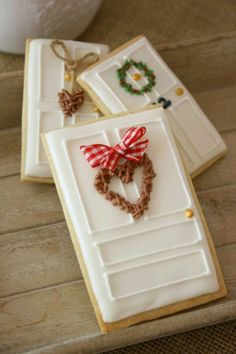 14 Fun Cookie Decorating Ideas to Try Out This Christmas (Christmas Sugar Cookies Decorated) Cute Christmas Cookies, Iced Cookies, Christmas Sweets, Royal Icing Cookies, Noel Christmas, Cookies Et Biscuits, Holiday Cookies, Holiday Treats, Christmas Biscuits