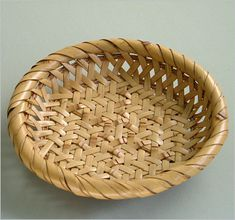 Seiseisai -Japanese Bamboo Art . this is so cool how the natural ridges are used to make a 3D pattern.