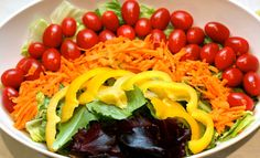Spring Rainbow Salad-Kids can help put it together Raw Food Recipes, Healthy Dinner Recipes, Healthy Snacks, Healthy Eating, Salad Recipes, Clean Eating, Rainbow Salad, Rainbow Food, Veggie Tray