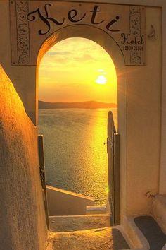 Sunset in Santorini, Greece Santorini Grecia, Santorini Sunset, Santorini Vacation, Santorini Island, Amazing Sunsets, Beautiful Sunset, Beautiful Places, Jolie Photo, Greece Travel