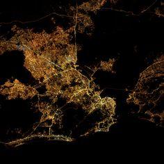 Cartes de villes comme vues de l'espace la nuit