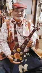 【平取】町二風谷で造園業を営む貝沢留治さん(81)が、アイヌ民族の宝物(ほうもつ)とされる角付きの鍬形(くわがた)(キラウウシトミカムイ)を制作し、自宅の作業場に展示している。鍬形はかつてアイヌ民族が大切にした物で、専門家は「いまではな...