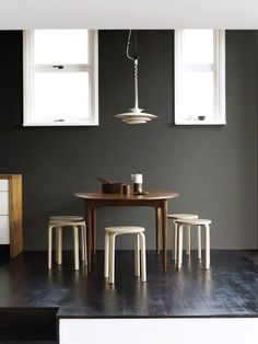 Love the table and simple, natural colours.