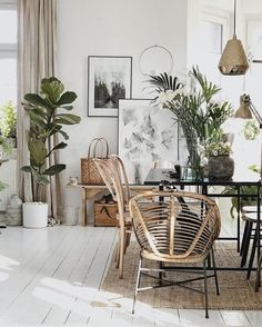 Decorative Inspiration by illustrator Margo Hupert in Poland: bohemian dining area with green plants and rattan - Cozy boho home decor: rattan chairs and green Decor, Tropical Living, Living Room Chairs, Dining Room Design, Home Decor Trends, Dining Corner, Tropical Living Room, Dining Room Corner, Dining Room Decor