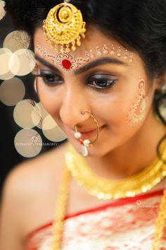 love that Tikli! Bengali Bridal Makeup, Bengali Wedding, Bengali Bride, Bridal Makeup Looks, Indian Bridal Fashion, Indian Wedding Jewelry, Bride Makeup, Bridal Looks, Wedding Bride