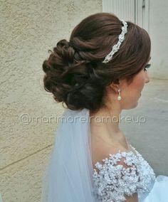 Penteado noiva coque baixo tiara