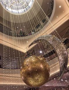 December Showers..... . . #fortnumschristmas #fortnums #fortnumandmason #piccadilly #london #lookuplondon #holidays #holidayseason #london #thisislondon #festive #thelondonlifeinc #manmeetsfashion #lifestyle #londononly #december