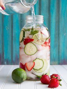 Idees de recettes d'eaux detox - Water detox fraises citrons