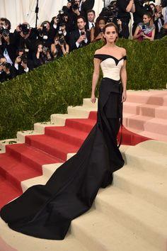 Do excêntrico ao glamouroso: os looks das famosas no baile de gala do MET - Emma Watson