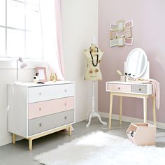 Pink and White Vintage Dressing Table Blush Kids Dressing Table, White Vintage Dressing Table, Pink Dressing Tables, Girls Dressing Room, Dressing Room Decor, Dressing Table Design, Teen Furniture, Hallway Furniture, Sofa Furniture