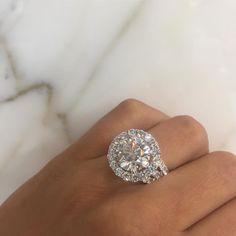 Jaw dropper.... 4.30 Carat Diamond Engagement Ring ❤️