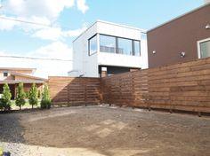ウォルナットで塗装した木製フェンスが素敵なプライベートガーデン 札幌市手稲区Y様邸1
