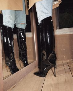 Gorgeous shiny black boots with the pointiest of pointy heels Cute Shoes, Me Too Shoes, Easy Style, Heeled Boots, Shoe Boots, Over Boots, Shoe Closet, Closet Space, Crazy Shoes