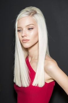 Sasha Luss backstage at Versace Fall 2014 RTW ♥♥♥ Beautiful face and hair but she looks under weight. Charlie Barker, Messy Hairstyles, Straight Hairstyles, Long Blunt Haircut, Long Blunt Cut, Blunt Cuts, Modelo Albino, Long Hair Cuts, Long Hair Styles