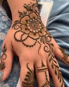 Modern Henna Designs, Mehndi Designs For Girls, Mehndi Designs 2018, Dulhan Mehndi Designs, Simple Mehndi Designs, Henna Mehndi, Cool Henna Tattoos, White Henna Tattoo, Rose Henna