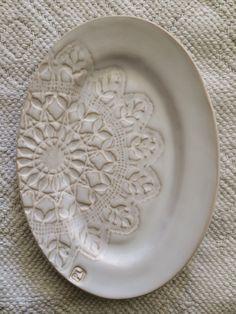 INGRID  <br> keramik serveringsfat<br> <br> 100% stengods<br> Färg vit<br> <br> Pris 249 kr
