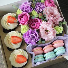 Цветочки, капкейки и нежнейшие макарони ..... #цветыказань#цветыказани#цветывказани#наталинямнямка
