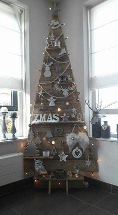67 How to Make a Chevron Pallet Ornament Christmas Tree – Diymeg Pallet Christmas Tree, Rustic Christmas, Christmas Projects, Christmas Home, Christmas Tree Ornaments, Christmas Wreaths, Christmas Decorations, Holiday Decor, Christmas Crafts