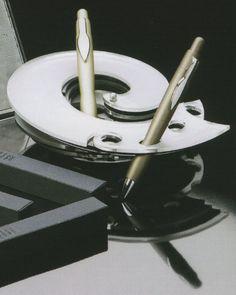 """Carina Aprile, design """"COSMO"""" Portapenne da tavolo in perspex bi-colore, multi posizione, multi foro"""
