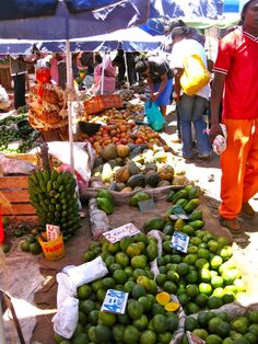 Market in Kenya Paises Da Africa, Out Of Africa, Kenya, Tanzania, East African Rift, African Market, World Street, Mombasa, African Countries