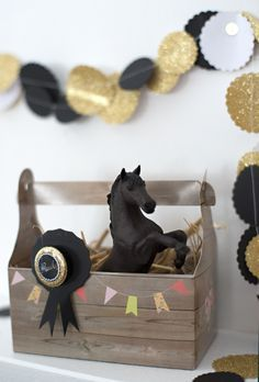 horse birthday (beautifully-made) - Home Page Horse Birthday, 10th Birthday, Diy Birthday, Happy Birthday, Cowboy Party, Cowboy And Cowgirl, Horse Party Favors, Pony Party, Baby Shower Centerpieces
