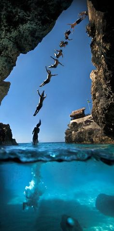 #Cliff #jumping at #Ricks_Cafe in #Negril #Jamaica http://en.directrooms.com/hotels/subregion/9-67-2641/