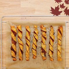 These puff pastry bacon twisters will make your day guaranteed .- Diese Blätterteig-Bacon-Twister machen deinen Tag garantiert besser These pastry– # Bacon twisters are a little bit of luck out of the oven 🥓 - Easy Dinner Recipes, Sweet Recipes, Snack Recipes, Pasta Recipes, Party Finger Foods, Snacks Für Party, Tasty Videos, Food Videos, Bacon