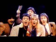<私的クリスマスソング選①>  ポール・マッカートニー&ウィングス「Wonderful Christmas Time」 クリスマスソングって世界の中心で孤独を叫ぶ曲が多い中で(笑)単純に楽しめ!って曲をサラッと書けちゃうあたりがこの人の天才たる所以なんだろうなーと。行きたかったな~来日公演・・・泣  Paul McCartney & Wings - Wonderful Christmas Time