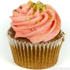Holy loves Divine Turkish Delight: Pistachio rose cake with fresh strawberry frosting. Lightly dusted with confectioner's sugar and crushed pistachios. Baking Cupcakes, Cupcake Recipes, Cupcake Cakes, Cupcake Ideas, Dessert Recipes, Kinds Of Desserts, No Bake Desserts, Real Food Recipes, Baking Recipes