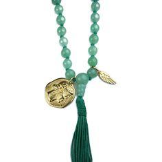 Lange Mala-Kette aus Aventurin-Perlen mit goldfarbenen Anhängern und Quaste. #Heilstein #LaMagonda