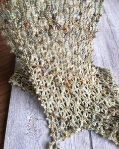 "Ildiko Eros - napmátka műhely on Instagram: ""#kézimunka #craftwork #horgolás #hungarianart #hungarianartist #crochet #napmátka #gyapjú #wool #openwork #ooakcrochet #skeinqueenyarn"" Shag Rug, Crochet Projects, Hand Knitting, Rugs, Instagram, Home Decor, Shaggy Rug, Farmhouse Rugs, Decoration Home"