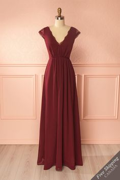 Mena Burgundy #boutique1861 / You will be showered with compliments thanks to this wonderful gown. The partially open lace back will keep them guessing about the softness of your skin, while the sweetheart neckline and integrated cups will be the secret charm of this dress. The empire waist and lace sleeves are extra details sure to attract your attention.