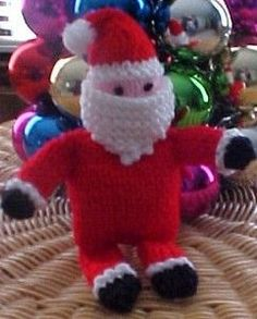Free pattern for knitted Santa