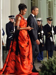 President Obama and First Lady Michelle Obama, wearing a dress designed by Oscar de la Renta, welcome Chinese President Hu Jintao to the White House in Joe Biden, Durham, Barak And Michelle Obama, Barack Obama Family, Obamas Family, Obama President, Malia Obama, American First Ladies, American Life