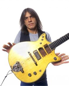 Malcolm Young guitarist of AC/DC / Acdc Videos, Gretsch Jet, Guitar Strumming, Thunder From Down Under, Malcolm Young, Ac Dc Rock, Angus Young, Guitar For Beginners, Heavy Metal Bands