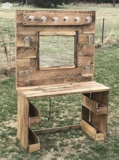Next Post Previous Post We made this Pallet Makeup Vanity using about 4 pallets. It is lit with a bank of bright lights, has rustic Mason jar storage and more storage underneath. Informations About Rustic Lit Pallet Makeup Vanity Pallet Desk, Wooden Pallet Projects, Wooden Pallet Furniture, Pallet Crafts, Wooden Pallets, Rustic Furniture, Pallet Tables, Furniture Ideas, Pallet Cabinet