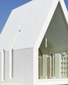 Maria-Magdalena-chapel-by-Sacher-Locicero-Architectes-photo-Paul-Ott_dezeen_468_5