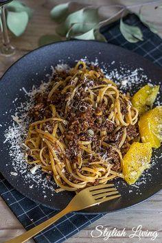 Pasta mit Gulaschsauce und Knoblauchorangen nach Alexander Herrmann Yummy Food, Tasty, Gnocchi, Japchae, Spaghetti, Food And Drink, Low Carb, Healthy Recipes, Stylish