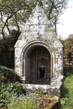 Fontaine Sainte-Brigitte, Landuguentel, Esquibien. Finistere. Brittany