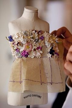 Ideas Embroidery Flowers Dress Christian Dior For 2019 Couture Embroidery, Embroidery Fashion, Beaded Embroidery, Hand Embroidery, Embroidery Designs, Doll Clothes Patterns, Doll Patterns, Clothing Patterns, Sewing Patterns