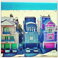 This is what I want. Just a cute little beach house in Santa Monica, CA. <3