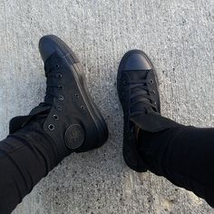 All Black Converse, Outfits With Converse, All Black Sneakers, High Top Sneakers, Dope Outfits, Casual Sneakers, Sneakers Fashion, Converse Store, Women's Vans